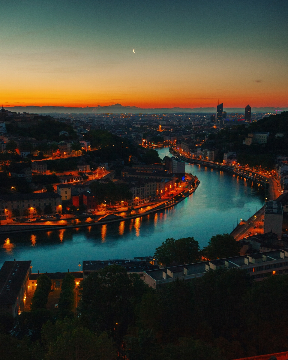 Lyon at sunset - Photo by @Cheggy via Twenty20