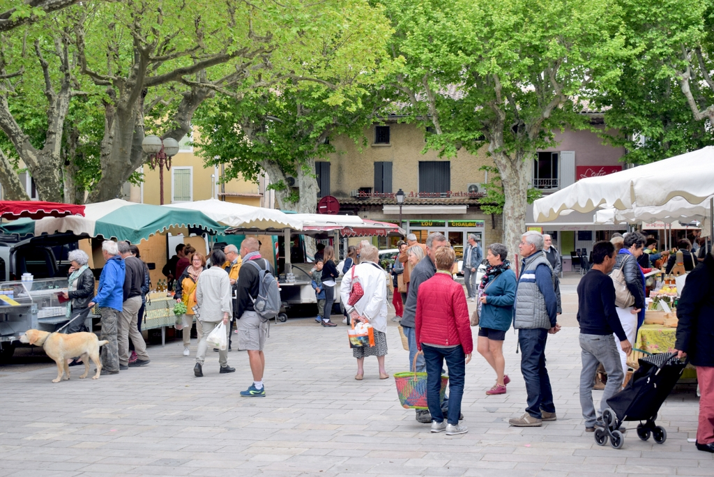 French Countryside Market in Bédoin, Provence © French Moments