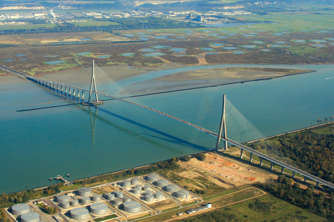 Along the Seine River: Pont de Normandie © François Roche - licence [CC BY 2.0] from Wikimedia Commons