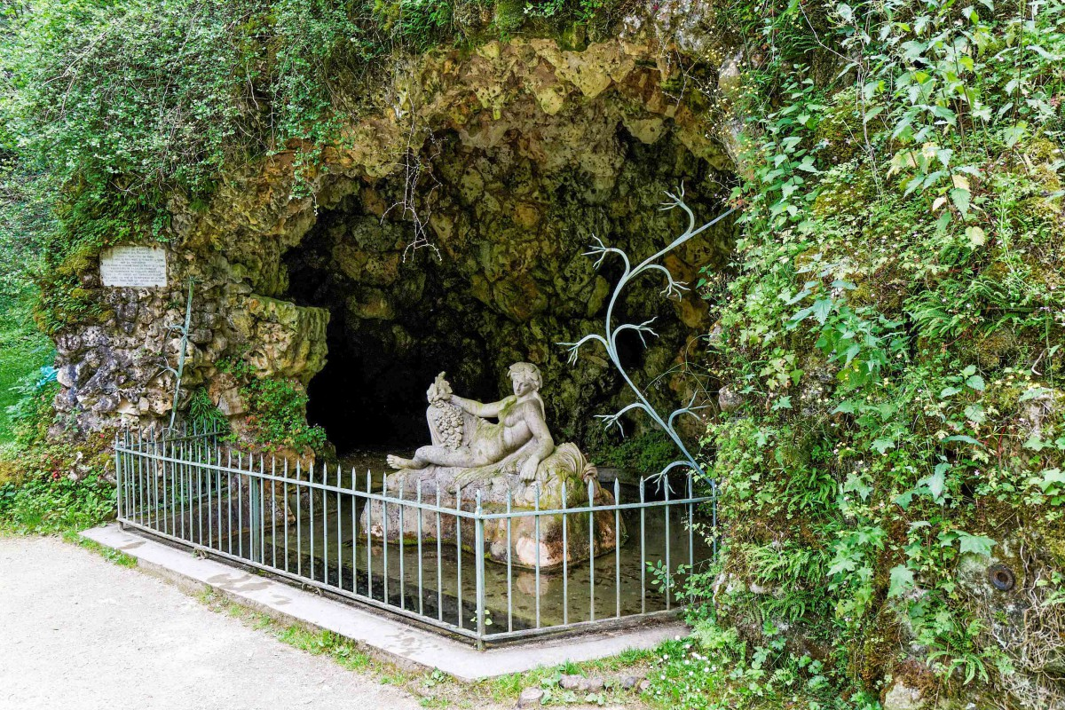 The grotto at the Source of the Seine © Thesupermat - licence [CC BY-SA 3.0] from Wikimedia Commons