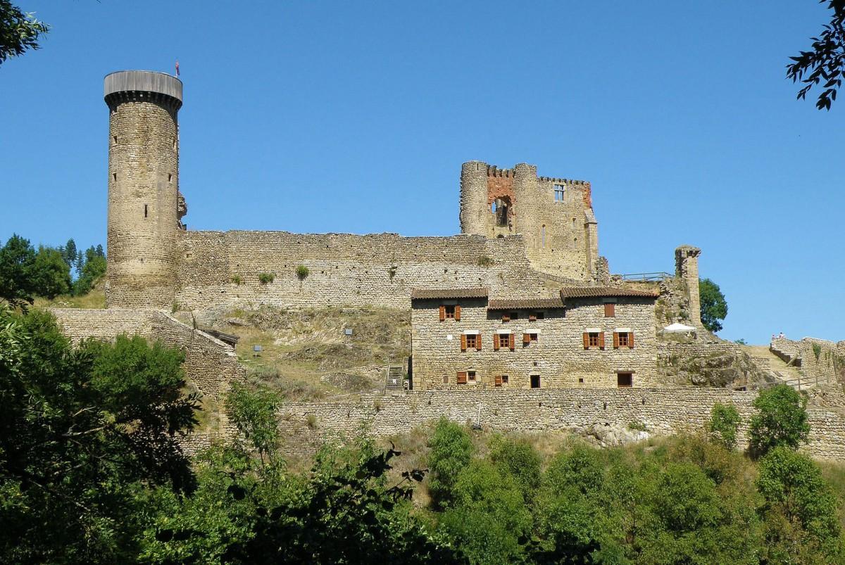 Rochebaron Castle by Torsade de Pointes [Public Domain]