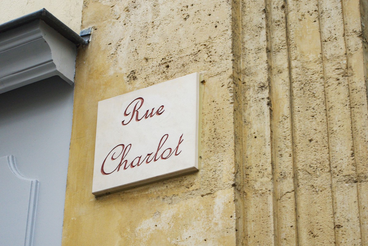 Other street plaques of Paris - Rue Charlot (3rd arrt) © French Moments