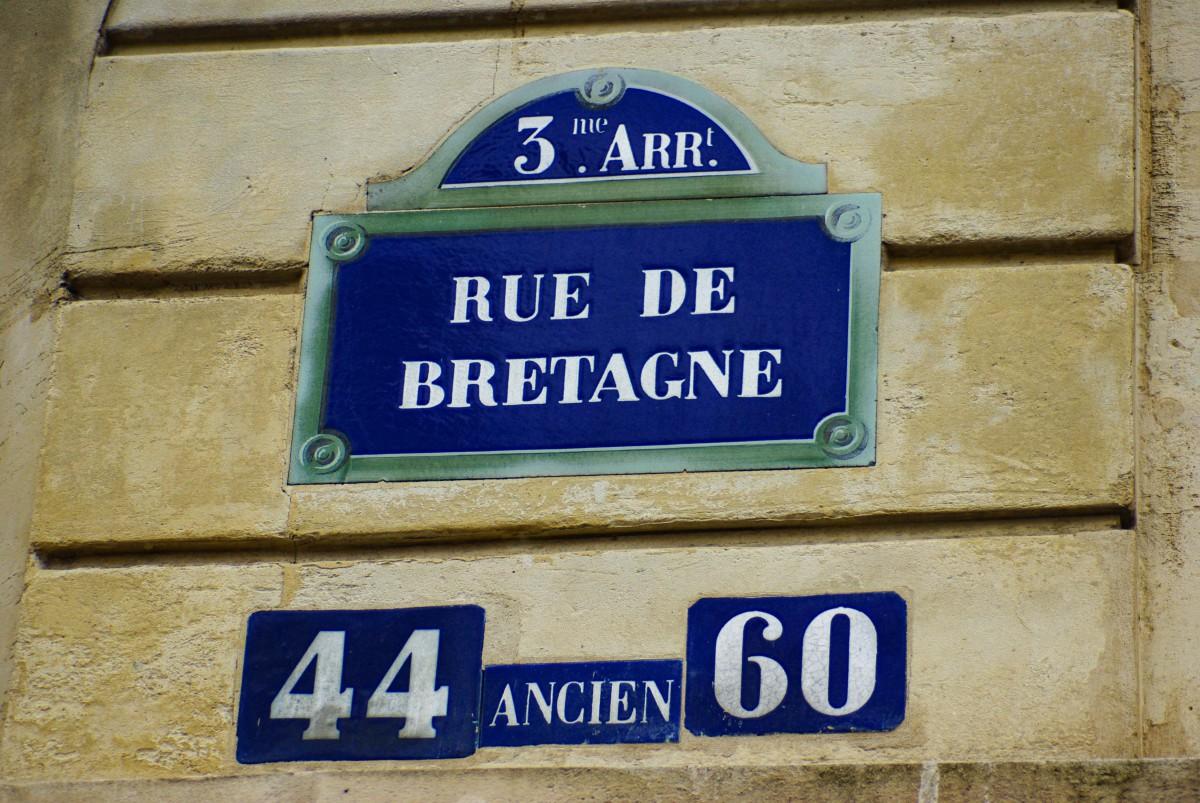 Street plaque of Rue de Bretagne (3rd arrt) © French Moments