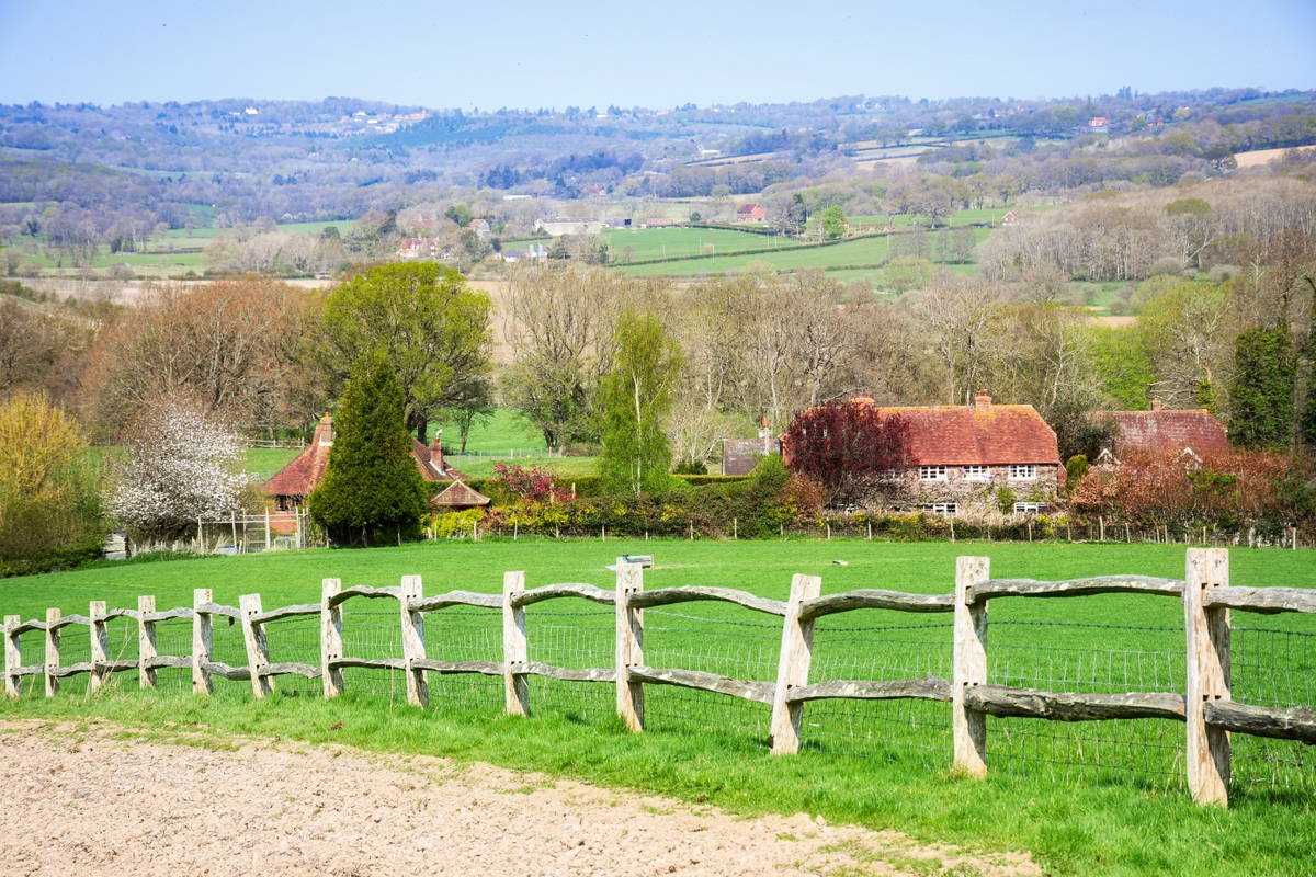 The rolling hills of the High Weald © French Moments