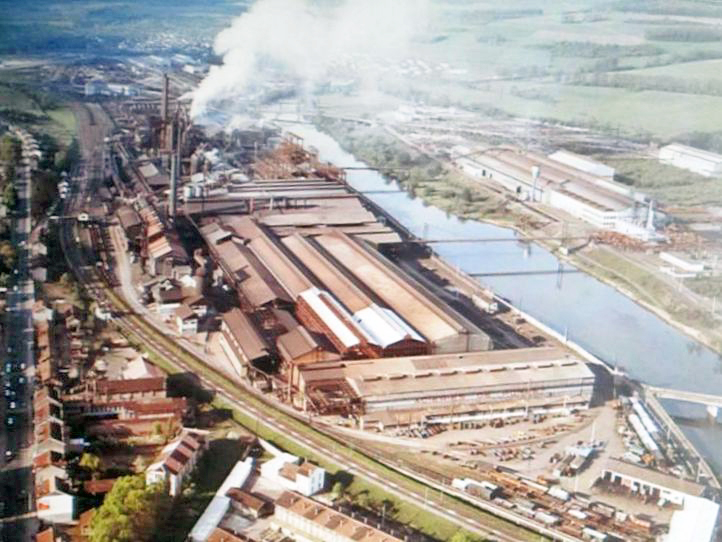 Moselle Valley - The Pompey Iron Factory from above in the 1970s (La Vie du Rail)