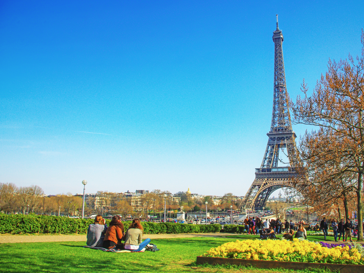 Picnic at the Trocadéro © French Moments