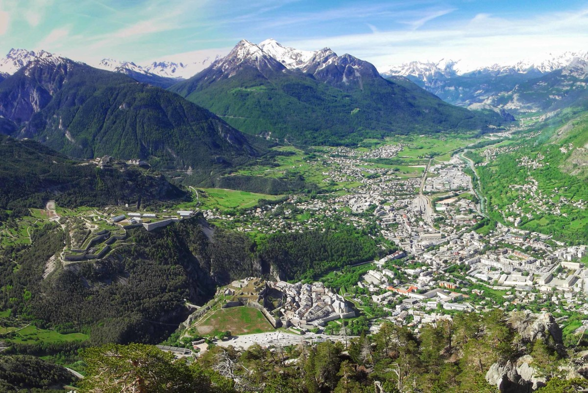 Briançon Panorama from the Croix de Toulouse © Etienne Baudon - licence [CC BY-SA 3.0] from Wikimedia Commons