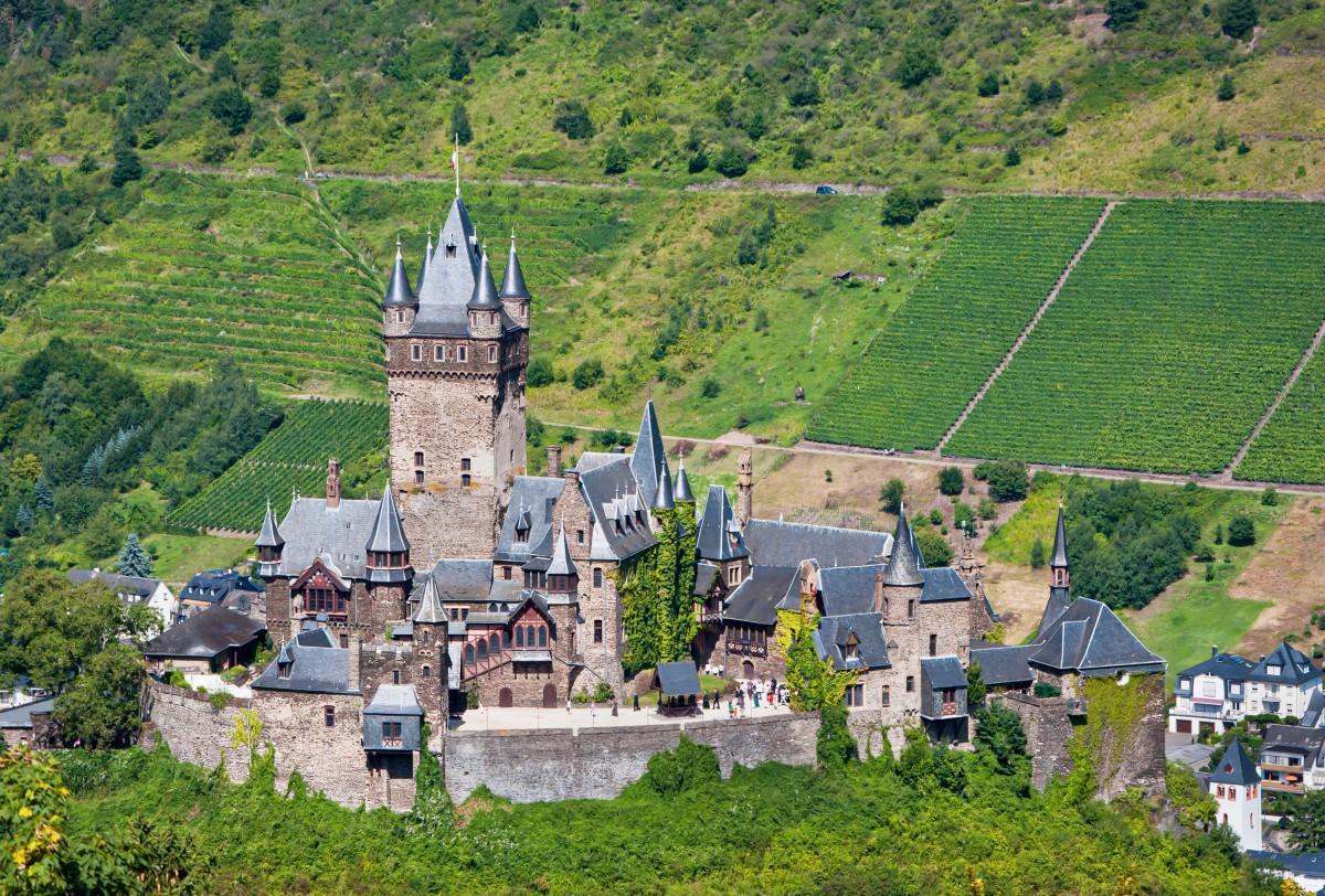 Germany in French - Cochem Reichsburg Mosel © Steffen Schmitz- licence [CC BY-SA 3.0 DE] from Wikimedia Commons