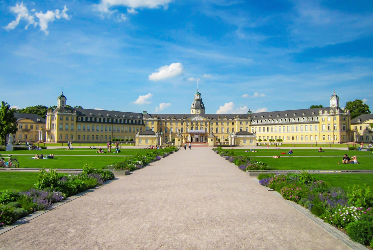 The castle of Karlsruhe © AnRo002 - licence [CC0] from Wikimedia Commons