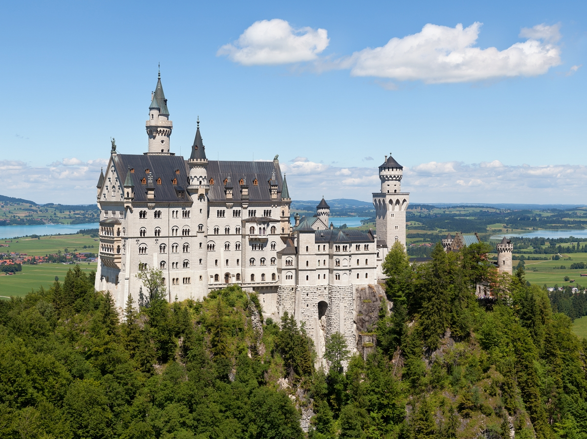 Germany in French Schloss Neuschwanstein © Thomas Wolf - licence [CC BY-SA 3.0 de] from Wikimedia Commons