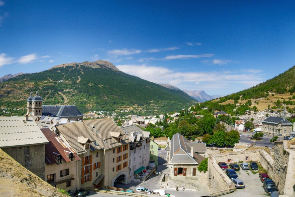The chemin de ronde, fortified town of Briancon © Alessio Sbarbaro - licence [CC BY-SA 2.5] from Wikimedia Commons