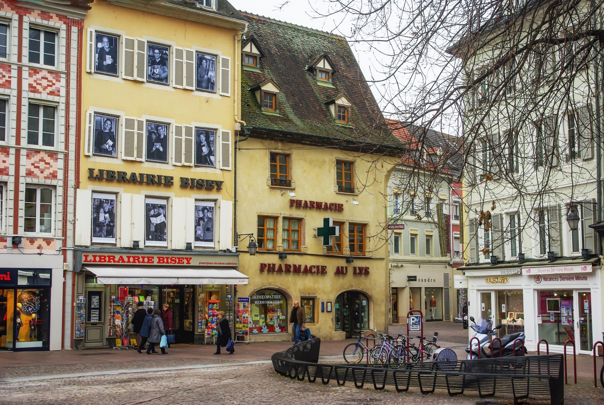 The Lys Pharmacy © French Moments