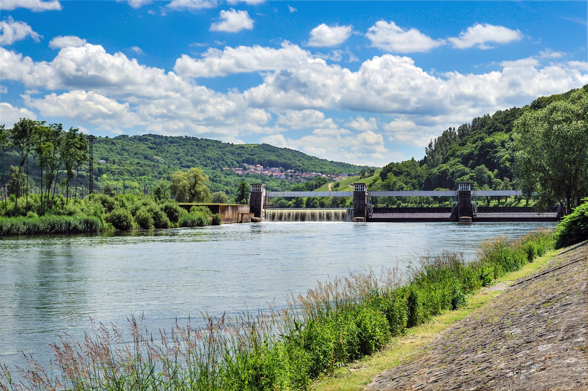 The Tripoint on the Moselle River at Schengen © Cayambe - licence [CC BY-SA 3.0] from Wikimedia Commons