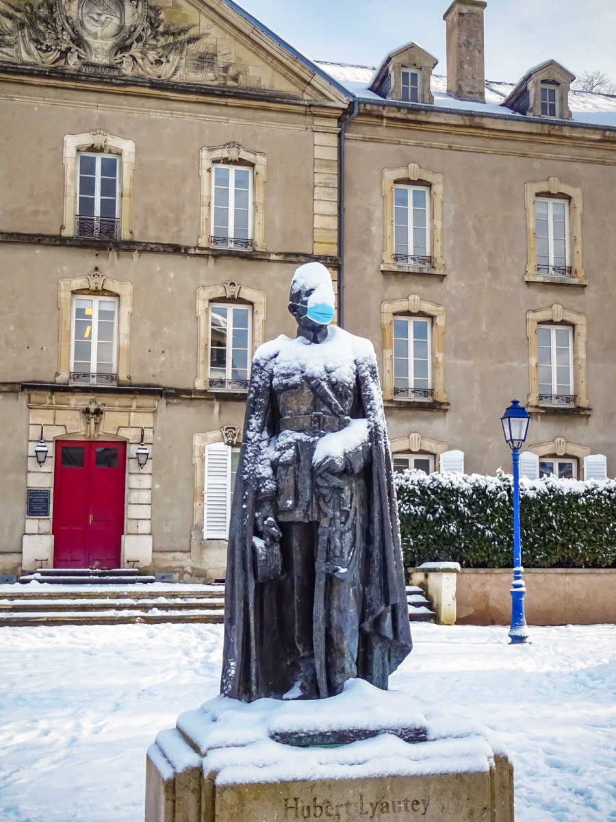 Marshall Lyautey in the snow and... masked! © French Moments