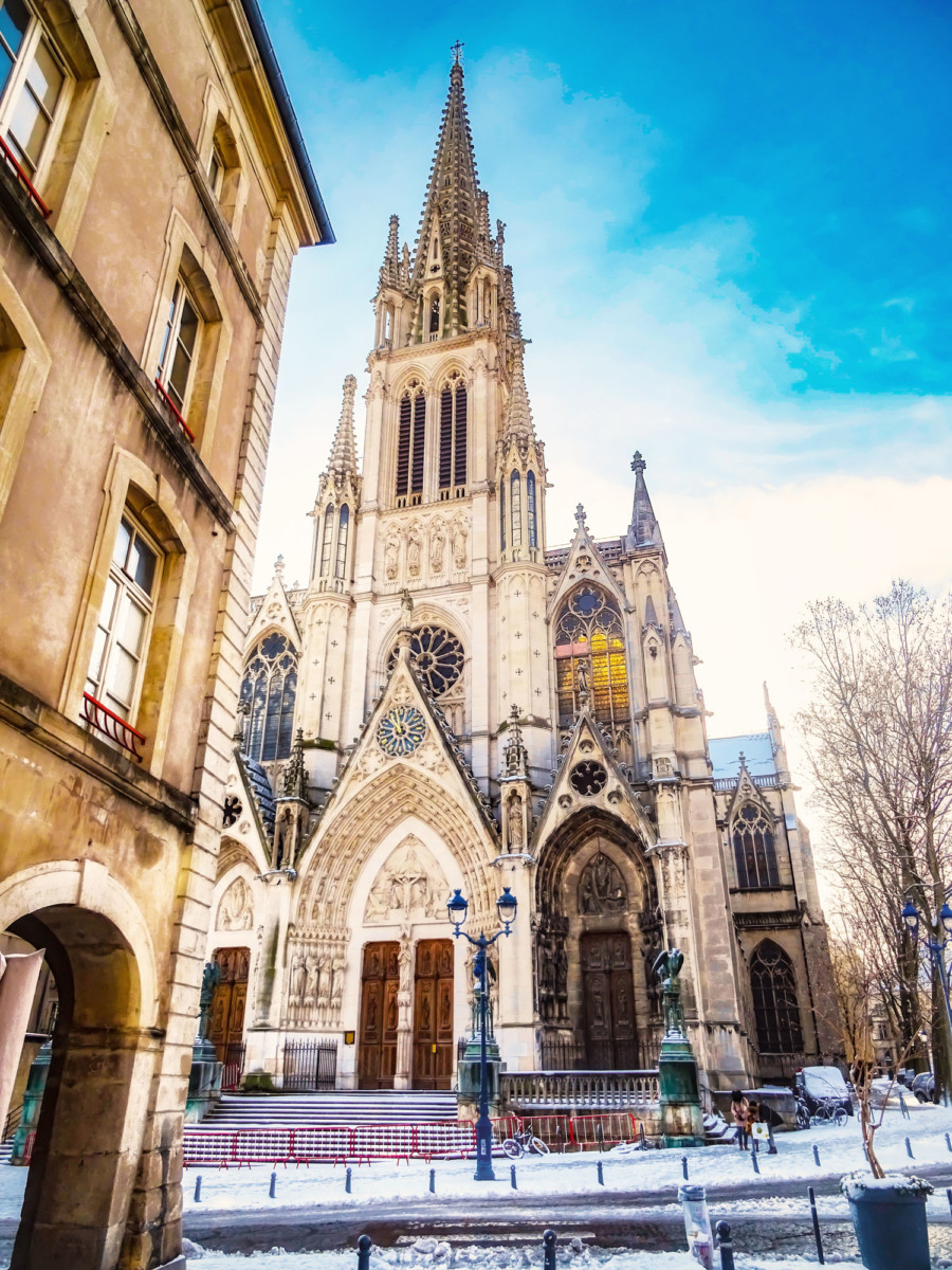 The bell tower of the Saint-Epvre basilica © French Moments