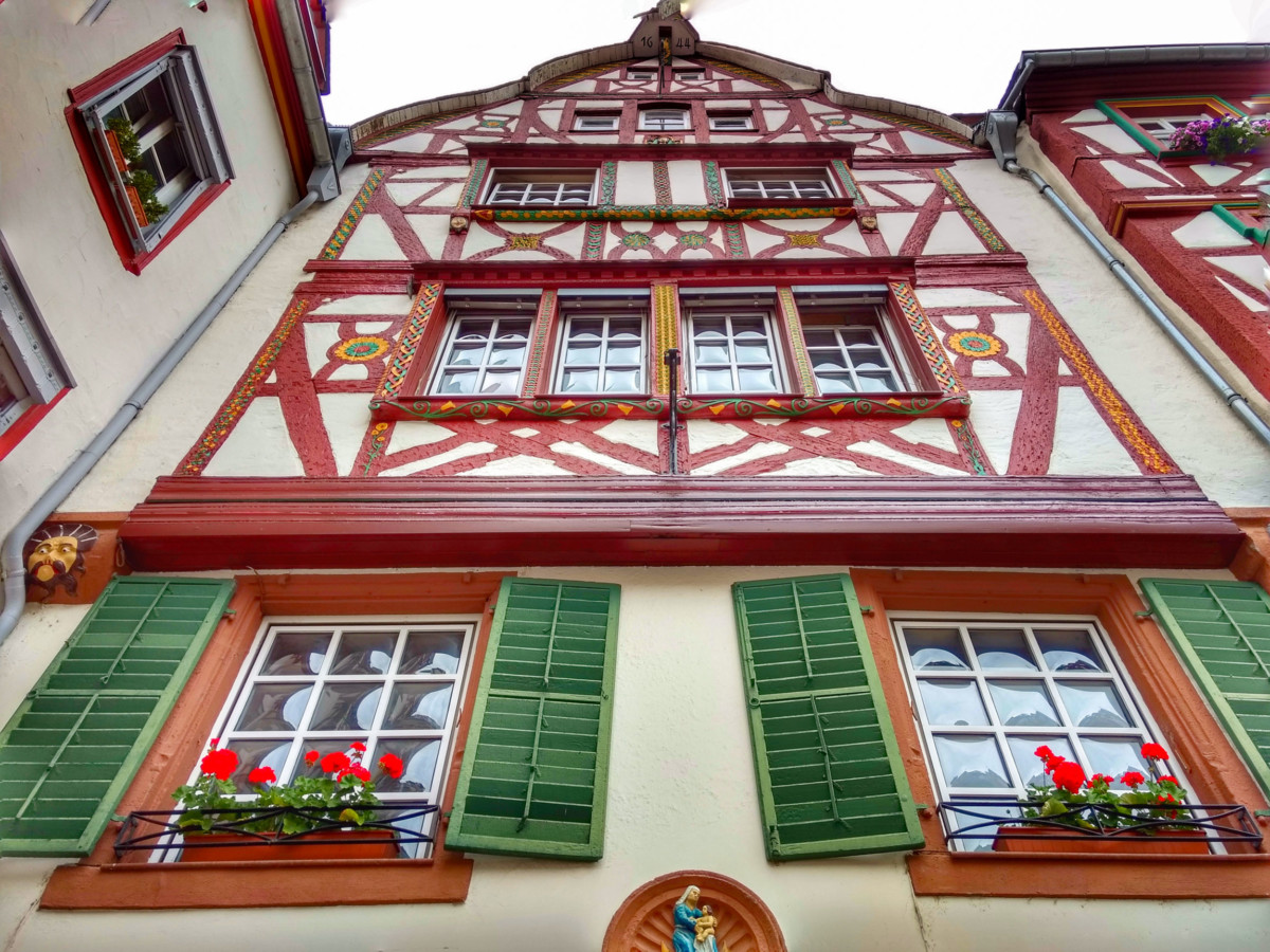 Half-timbered house in Bernkastel © LoKiLeCe - license [CC BY-SA 4.0] from Wikimedia Commons