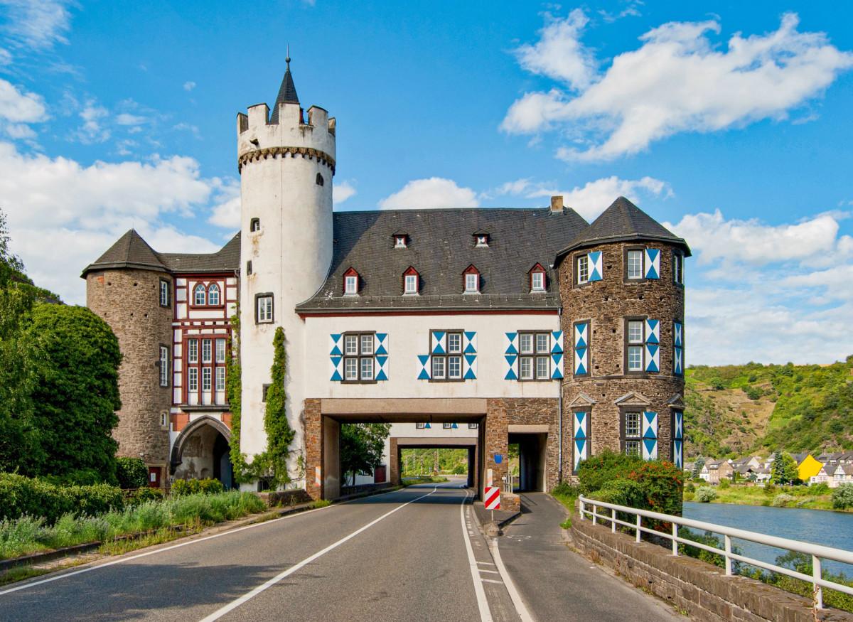 Schloss Gondorf © Steffen Schmitz - license [CC BY-SA 3.0 de] from Wikimedia Commons