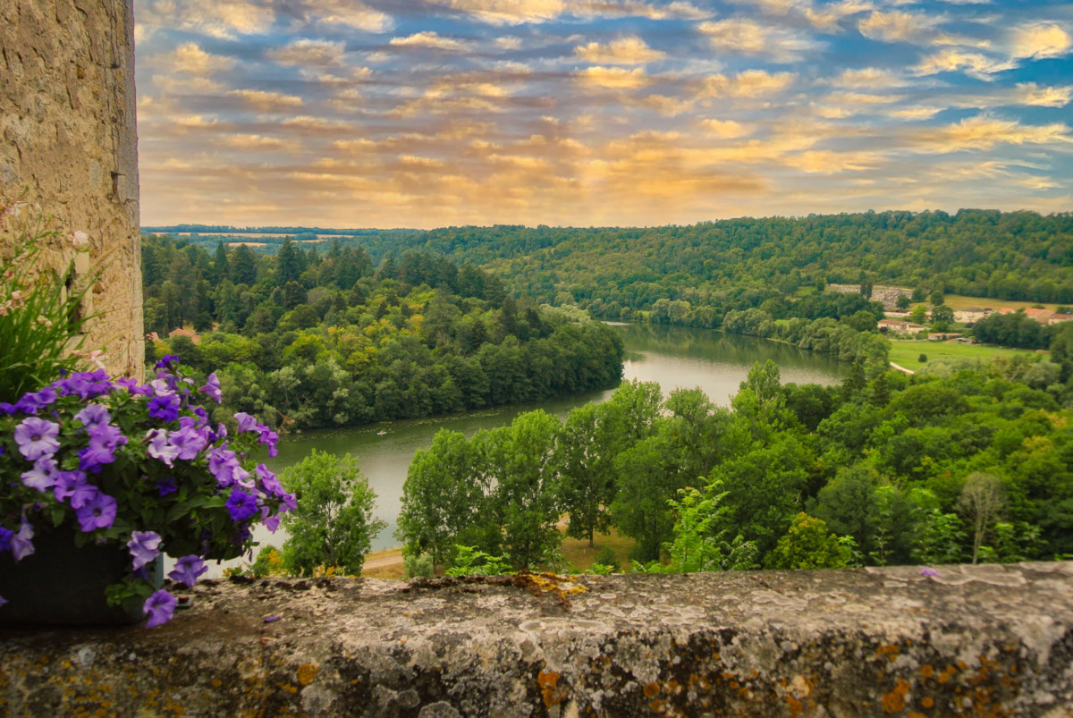 The Moselle Valley at Liverdun © French Moments