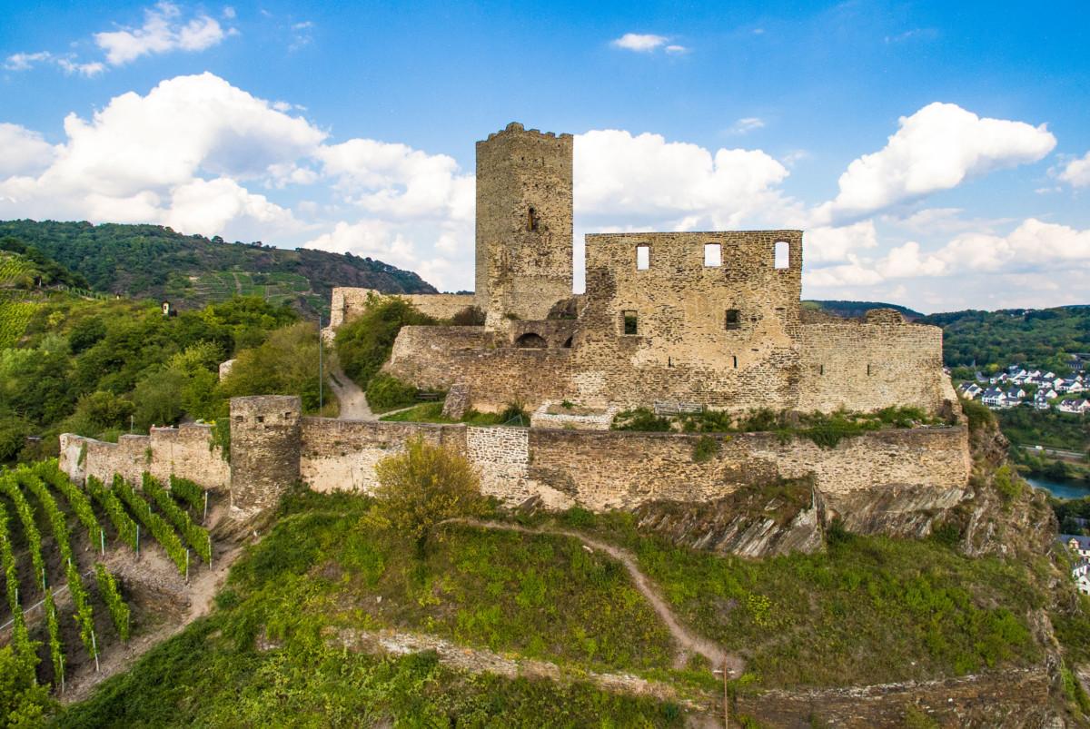 The Niederburg in Kobern © Phantom3Pix - license [CC BY-SA 4.0] from Wikimedia Commons