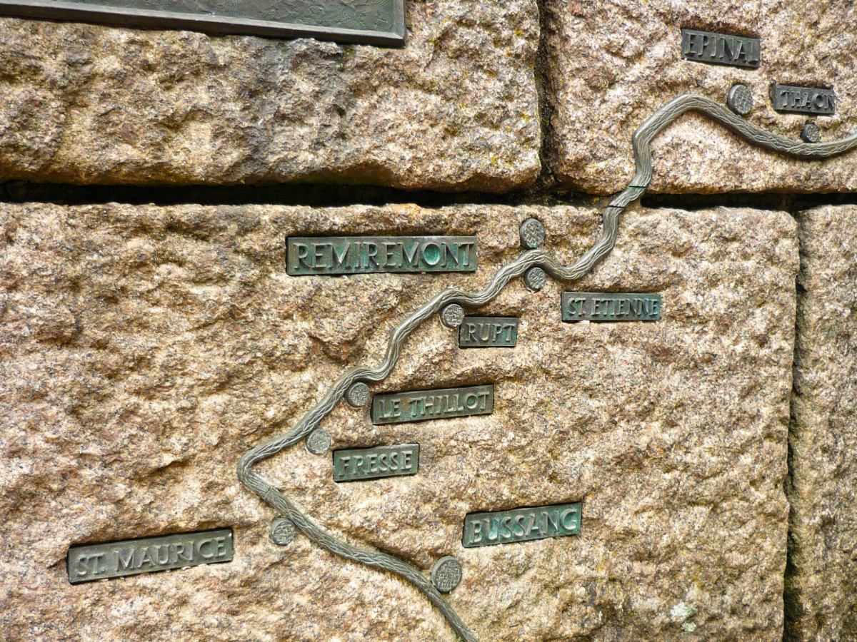 The map on the fountain - source of the Moselle © French Moments