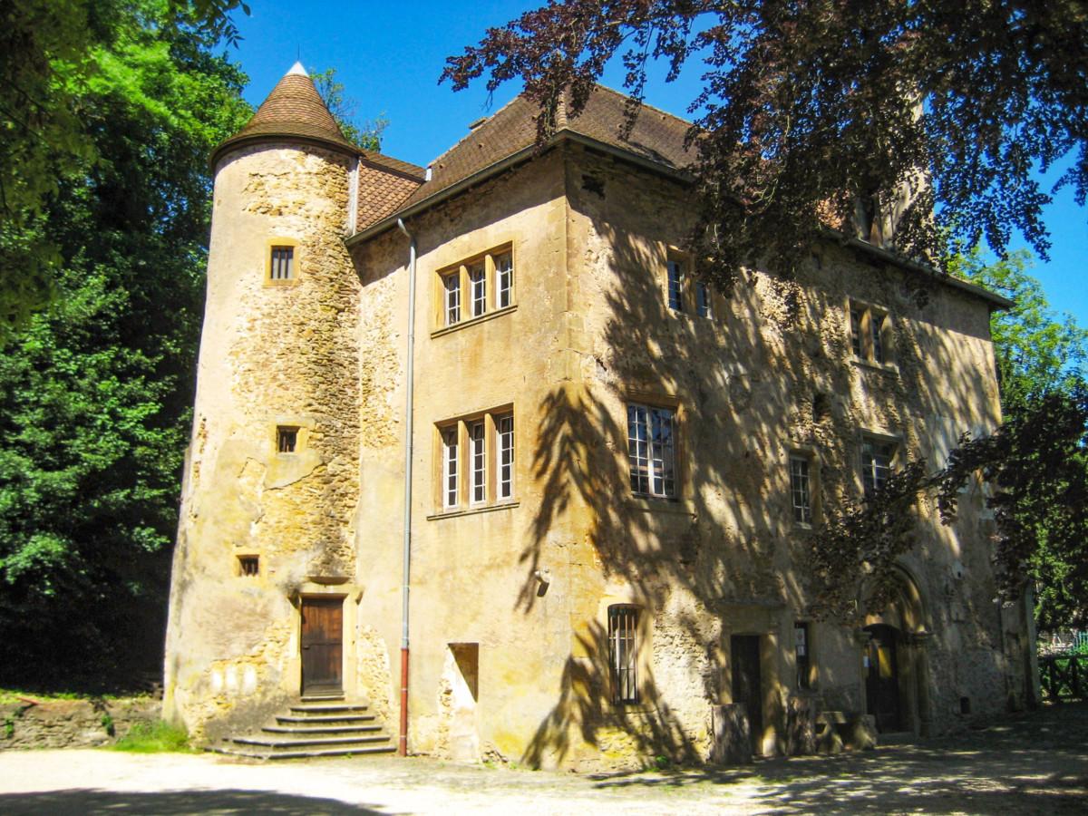 The castle of Volkrange in Thionville. Photo: Aimelaime [Public Domain]
