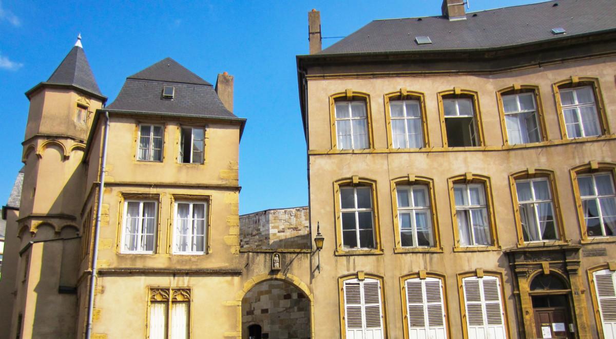 The Créhange hotel in Thionville. Photo: Aimelaime [Public Domain]