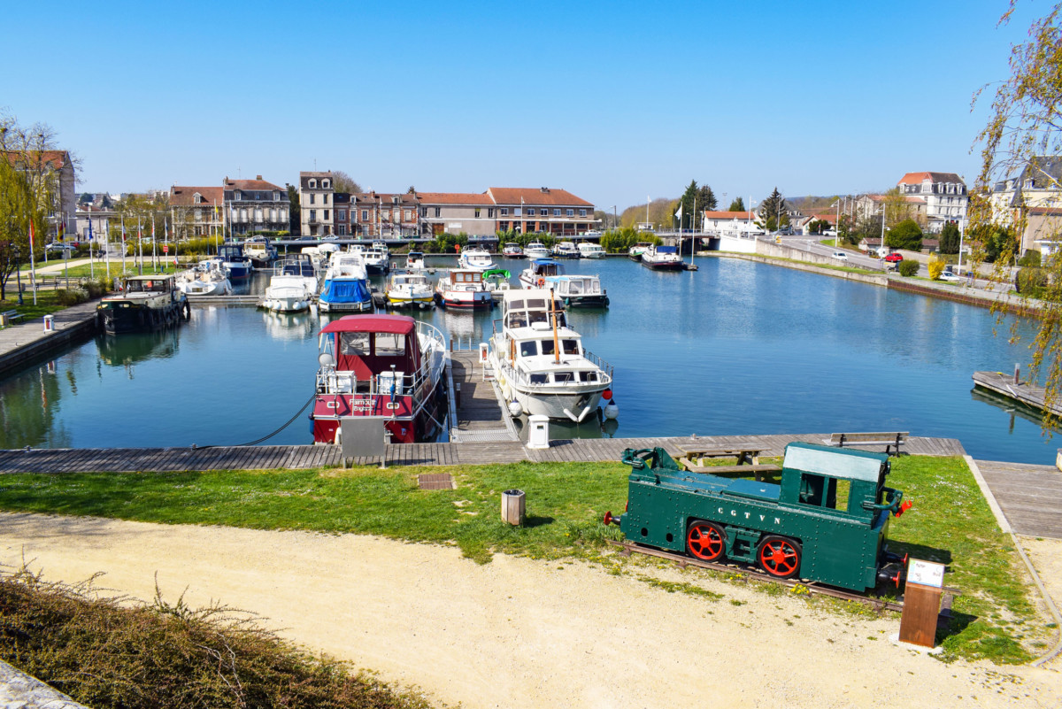 The marina of Toul on the Canal de la Marne au Rhin © French Moments