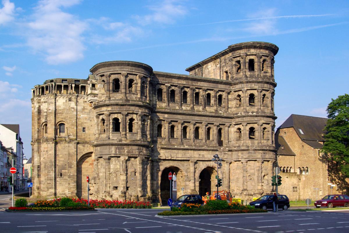 Porta Nigra in Trier. Photo: Berthold Werner [Public Domain]