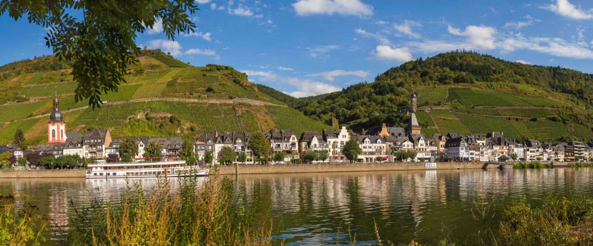 Moselle Valley - Zell © Michael Pabst - license [CC BY-SA 3.0 de] from Wikimedia Commons