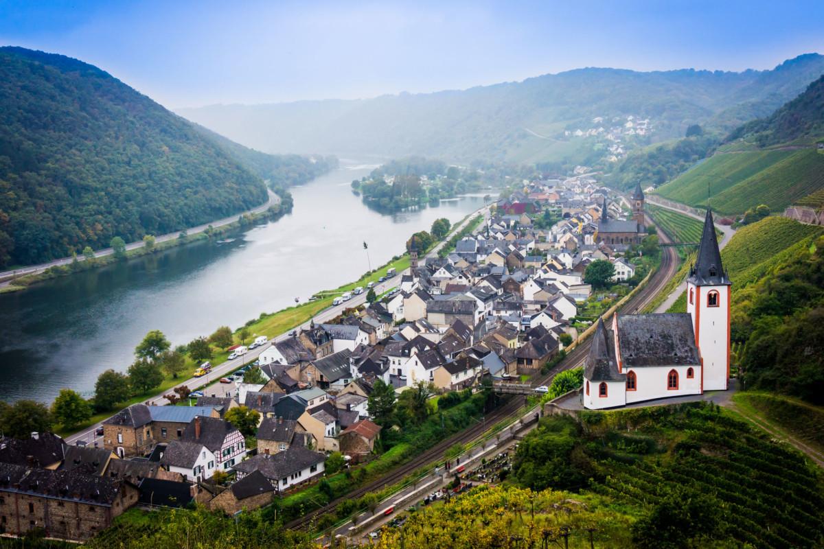 The Moselle Valley in Hatzenport © EwaStudio [Envato Elements]
