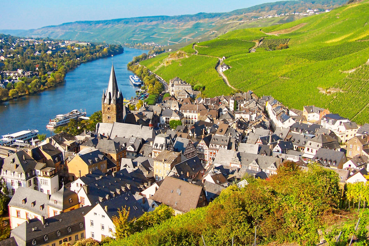 Moselle Valley - Bernkastel-Kues. Photo: Berthold Werner [Public Domain]