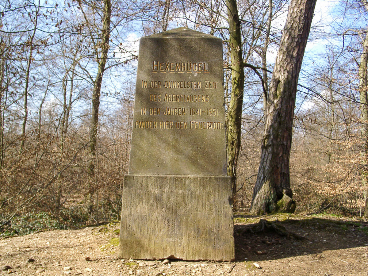 The witch-hunt victims memorial in Winningen (Hexendenkmal) © Klaus Graf - license [CC BY 2.0] from Wikimedia Commons