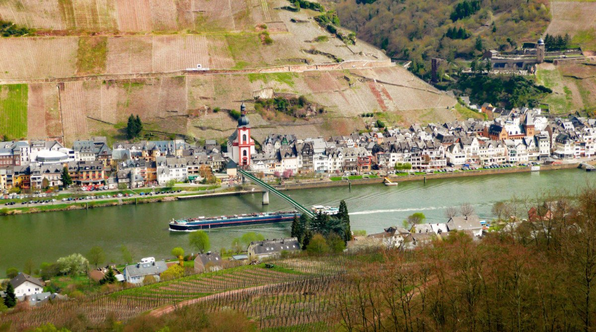 The Moselle Valley in Zell by Ramessos [Public Domain]