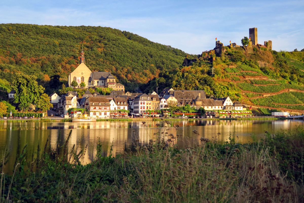 Beilstein on the banks of the Moselle © F51C via Twenty20