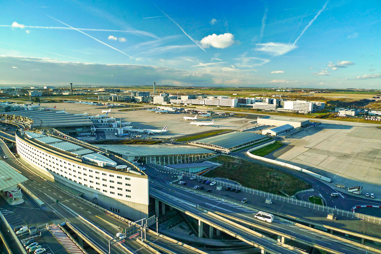 Charles-de-Gaulle-Airport-by-Greenboost-[Public-Domain]