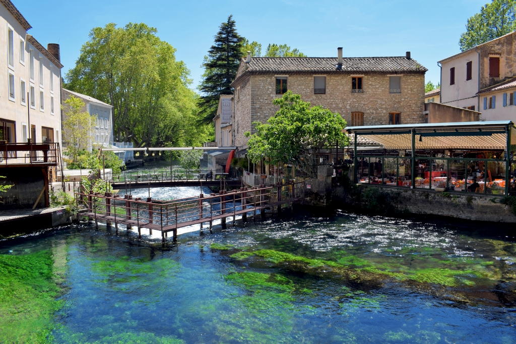 Fontaine-de-Vaucluse © French Moments