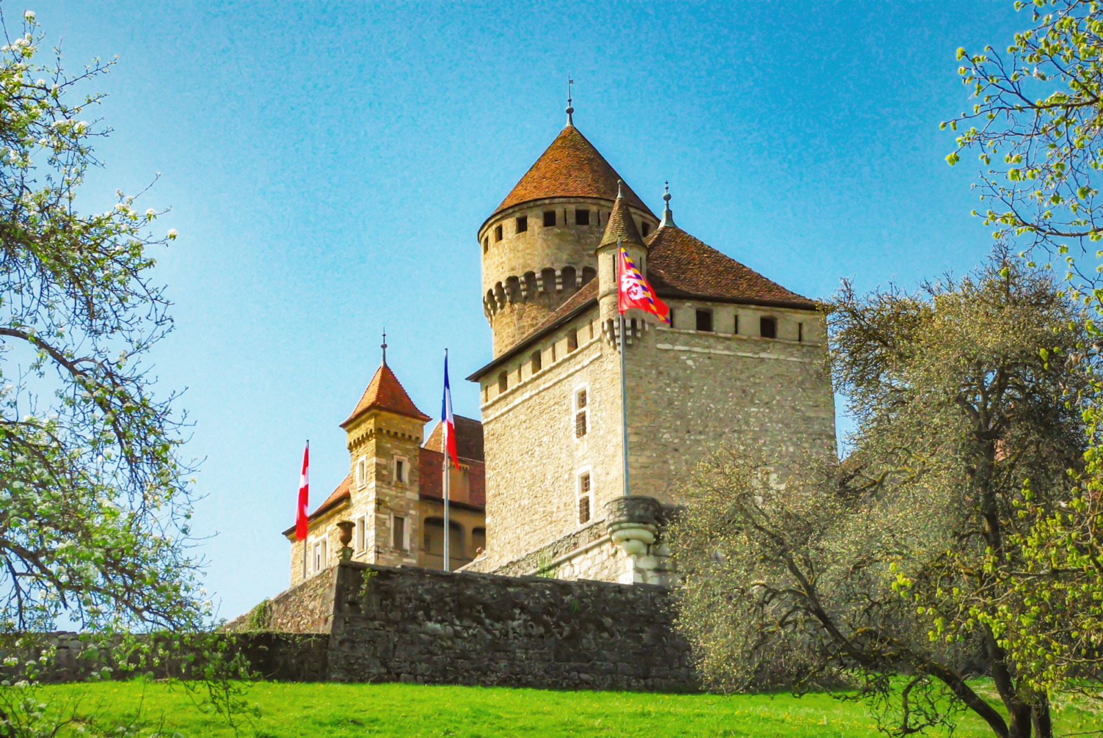 Around Annecy - The castle of Montrottier © French Moments