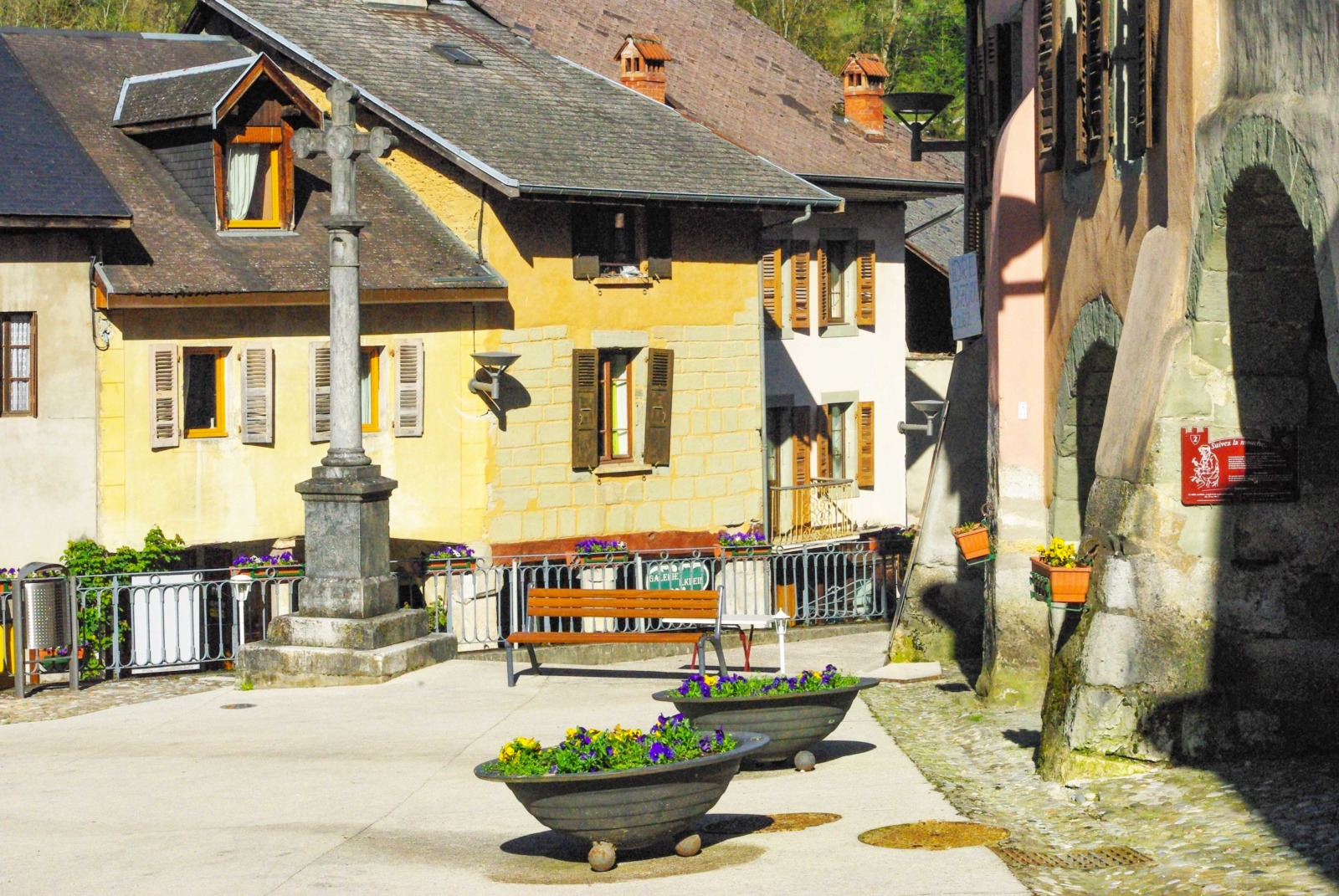 Around Annecy - Alby-sur-Chéran © French Moments