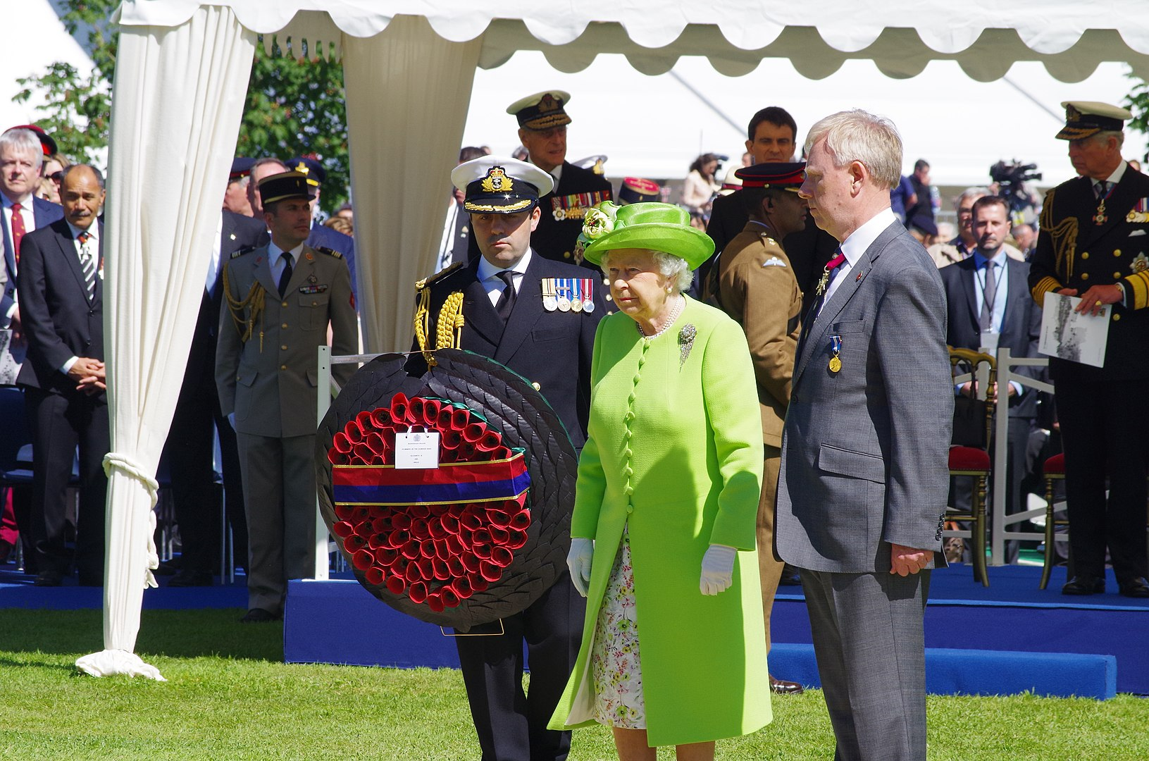 Queen Elizabeth II in France. D-Day Commemoration in Bayeux Cemetery - 6 June 2014 © UK in France - licence [CC BY 2.0] from Wikimedia Commons