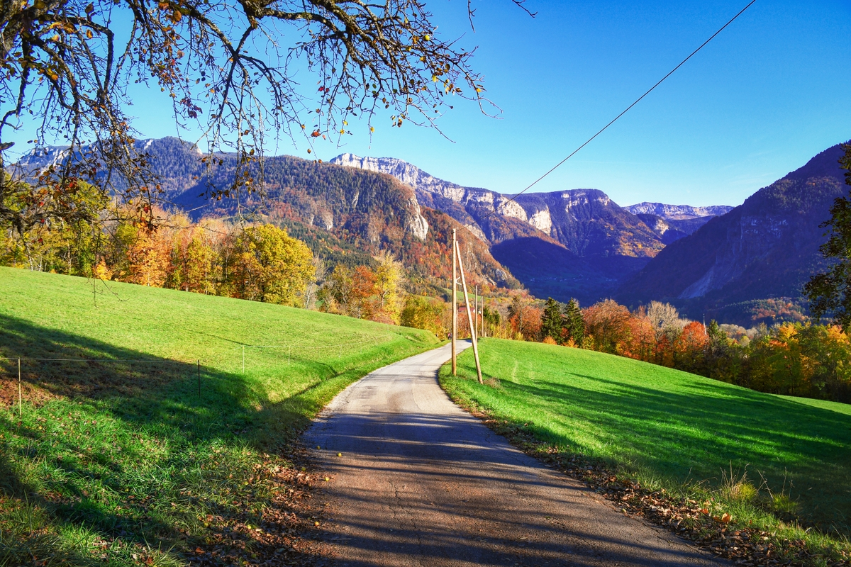 Around Annecy - The countryside of Thorens-Glières © French Moments