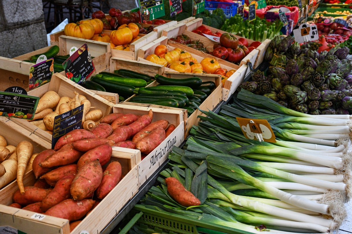 Greengrocer - Annecy market © French Moments