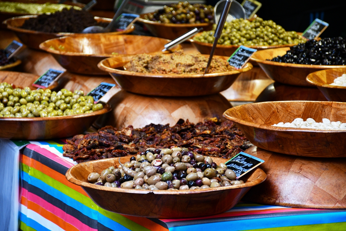 Olive stall © French Moments