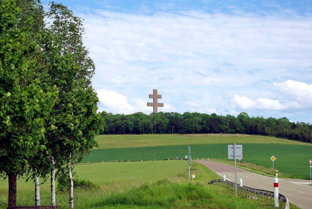 Cross of Lorraine - Memorial Charles-de-Gaulle © French Moments