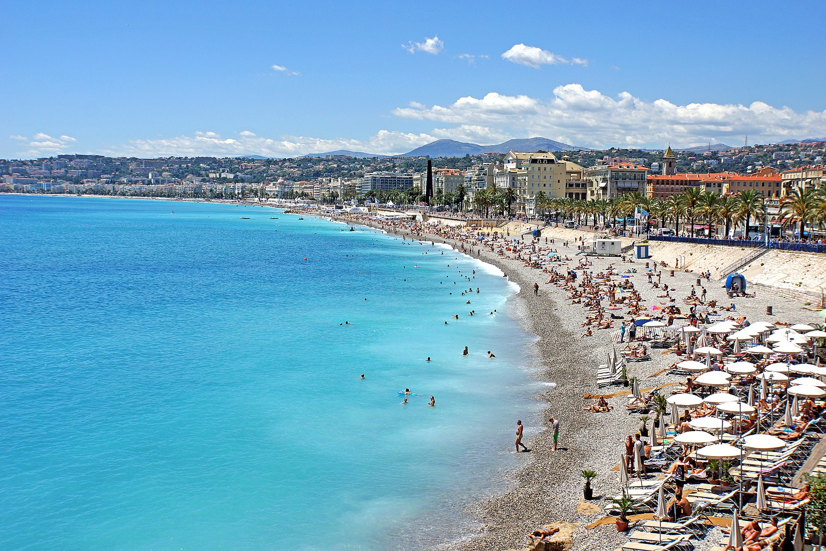 French Riviera - Beach in Nice © Dennis Jarvis - licence [CC BY-SA 2.0] from Wikimedia Commons