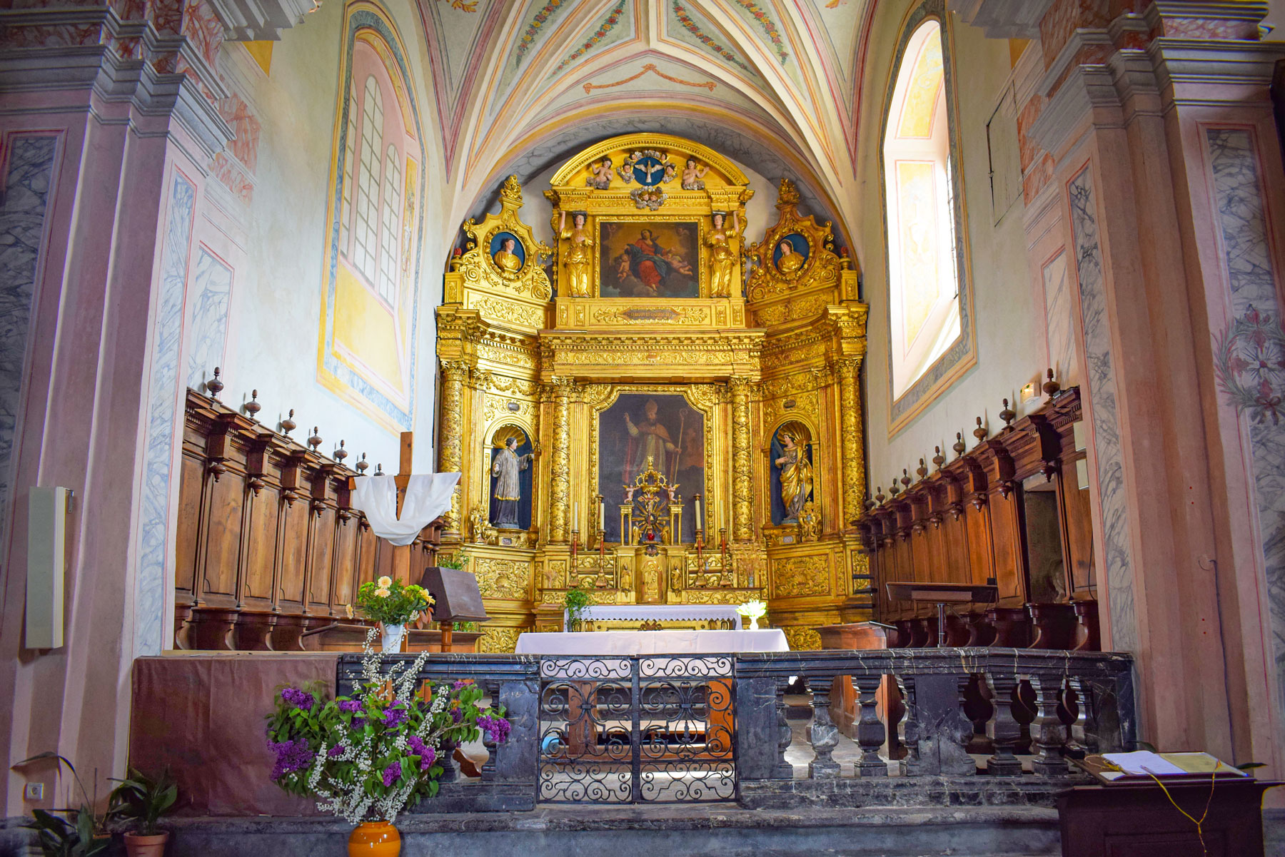 The choir of the Saint-Gras church in Conflans © French Moments