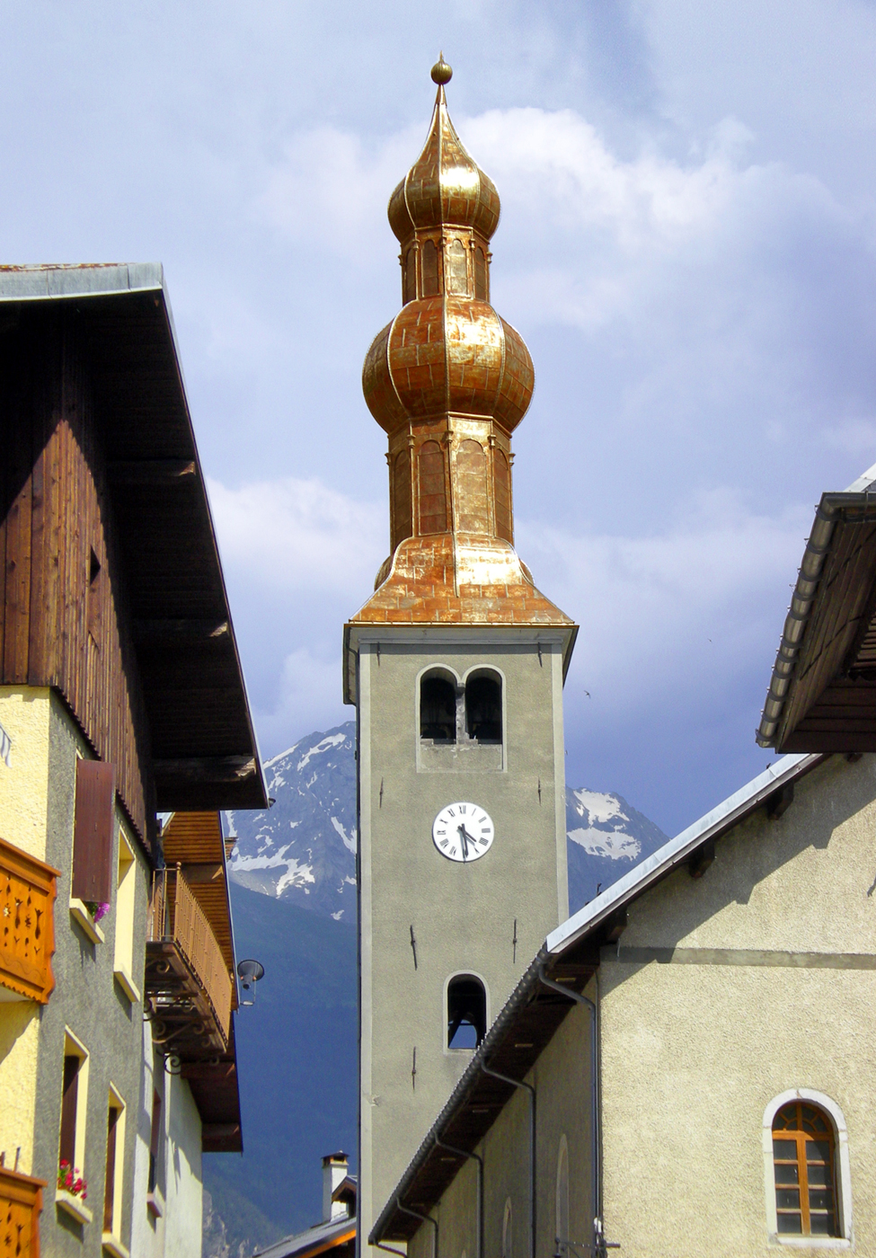 Onion dome steeples of Savoy - Bozel © French Moments