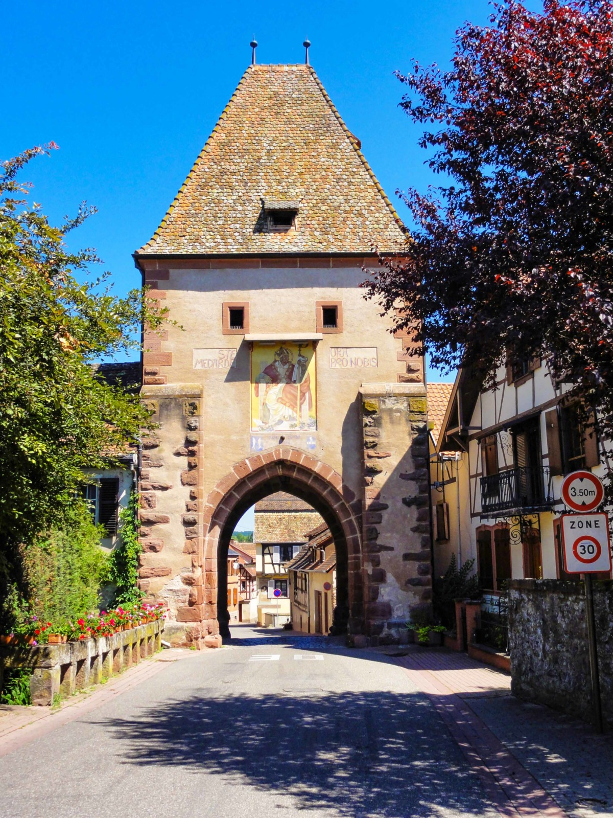 Fortified City Gates of Alsace - Porte Haute, Bœrsch © Ralph Hammann - licence [CC BY-SA 4.0] from Wikimedia Commons