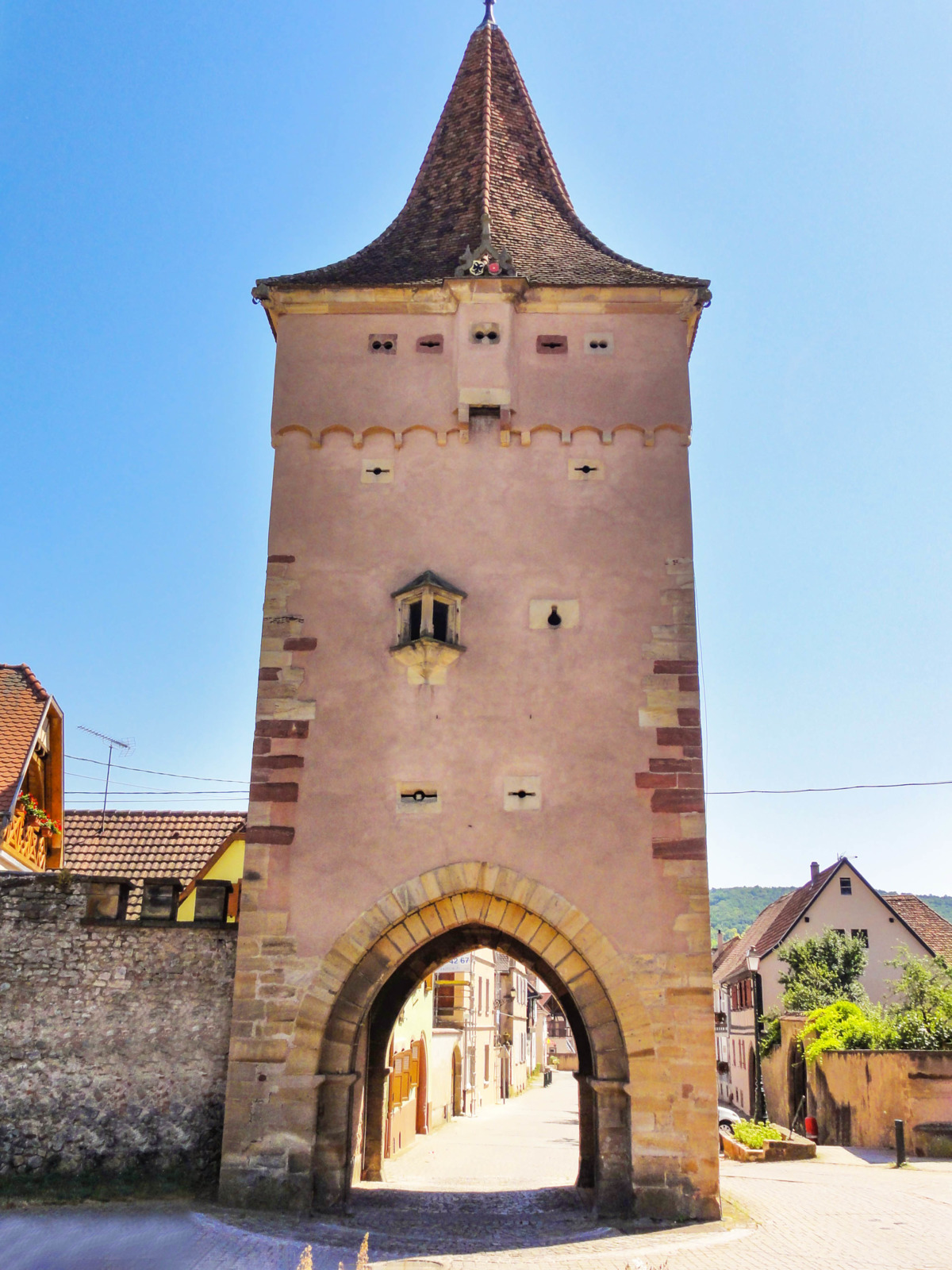 Fortified City Gates of Alsace - Porte du Lion, Rosheim © Ralph Hammann - licence [CC BY-SA 4.0] from Wikimedia Commons