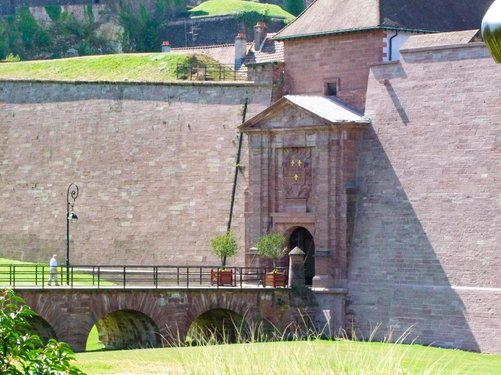 Fortified City Gates of Alsace - Porte de Brisach, Belfort © Andrzej Harassek - licence [CC BY-SA 3.0] from Wikimedia Commons