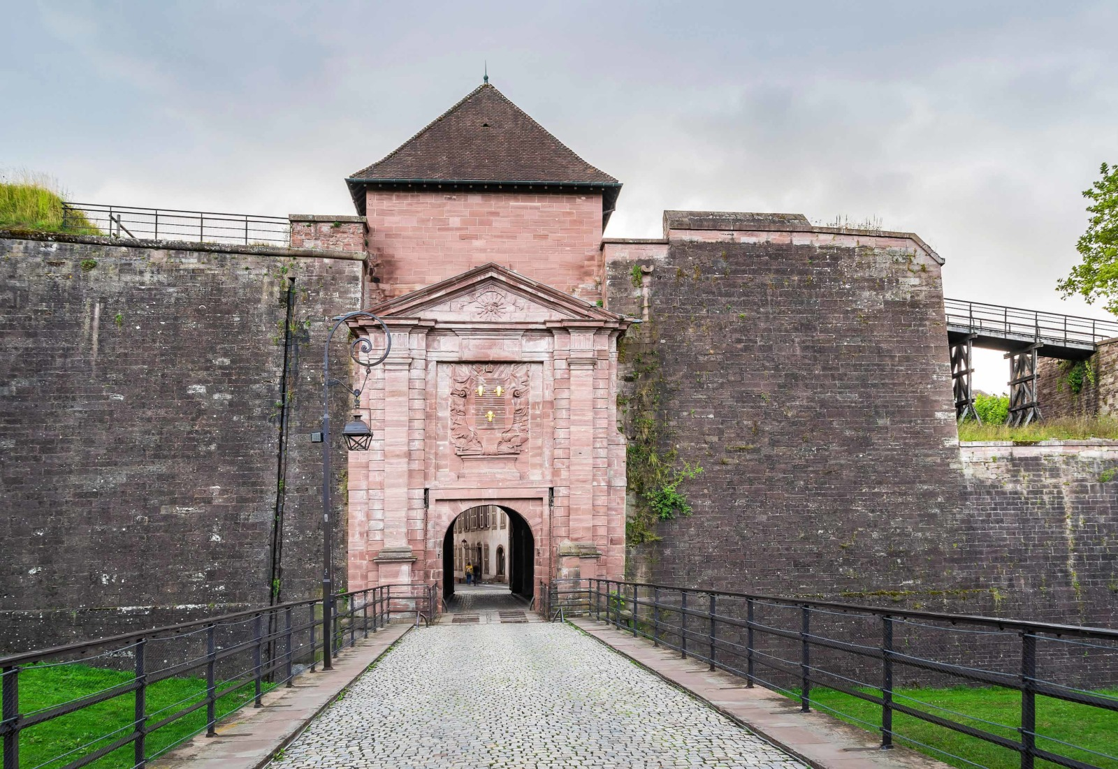 Fortified City Gates of Alsace - Porte de Brisach, Belfort © Krzysztof Golik - licence [CC BY-SA 4.0] from Wikimedia Commons